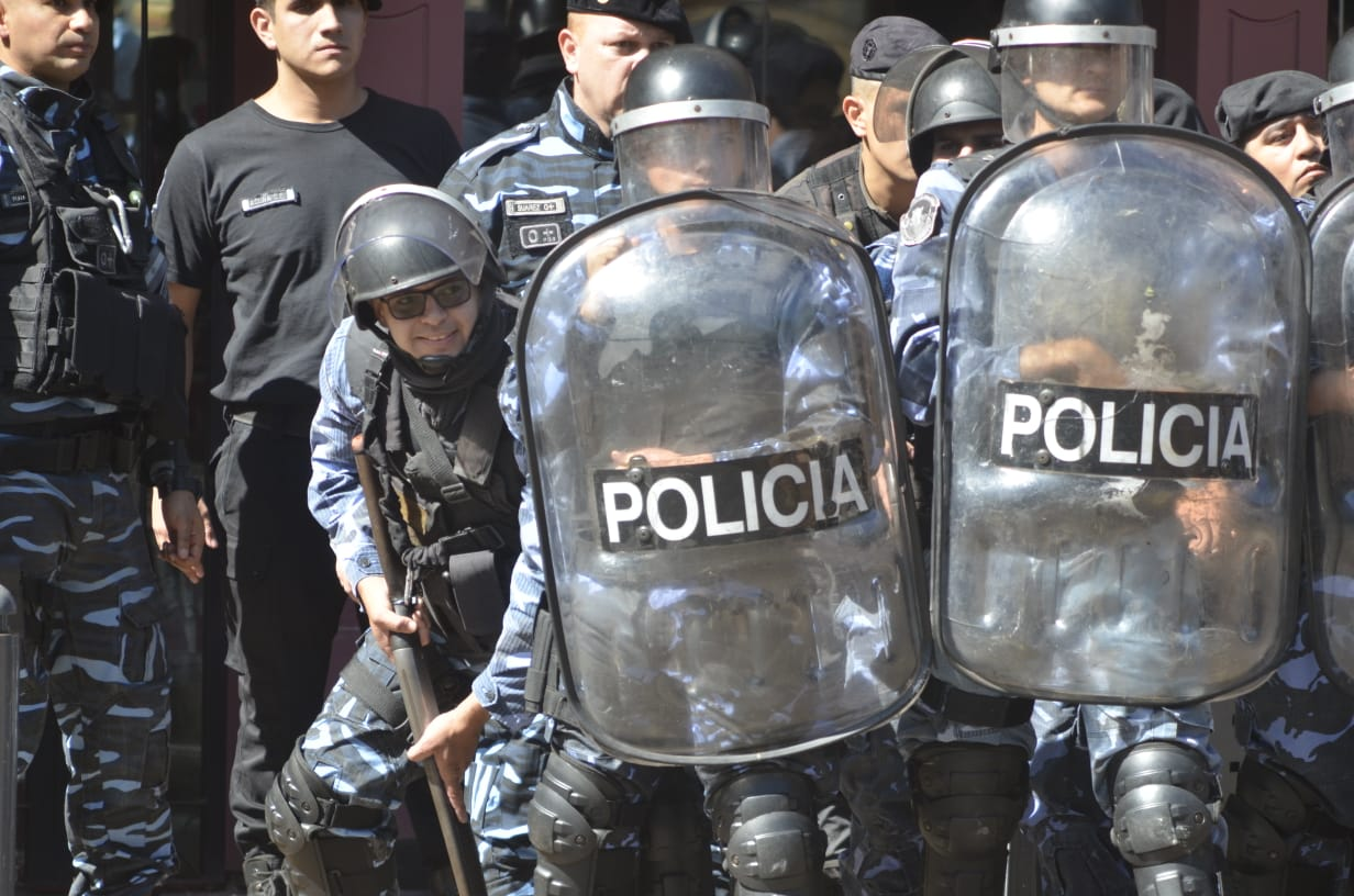 La CTA Autónoma de Misiones repudia la represión a las familias tareferas en la Plaza 9 de Julio.
